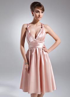 A-Linie/Princess-Linie V-Ausschnitt Knielang Charmeuse Brautjungfernkleid mit Rüschen (007025889)