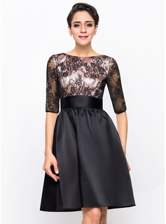 A-Line/Princess Scoop Neck Knee-Length Charmeuse Lace Cocktail Dress (016055942)