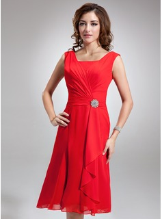 A-Line/Princess Square Neckline Knee-Length Chiffon Bridesmaid Dress With Ruffle Crystal Brooch (007001893)