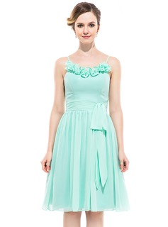 A-Line/Princess Scoop Neck Knee-Length Chiffon Bridesmaid Dress With Flower(s) Bow(s) (007051471)