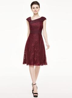 A-Linie/Princess-Linie Knielang Chiffon Spitze Kleid für die Brautmutter mit Rüschen Perlstickerei Blumen Pailletten (008062544)