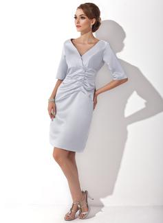 Etui-Linie V-Ausschnitt Knielang Satin Kleid für die Brautmutter mit Rüschen (008005627)
