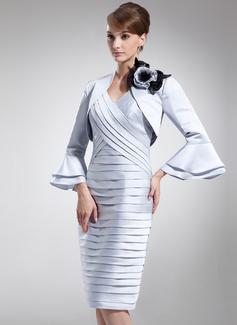 Etui-Linie V-Ausschnitt Knielang Satin Kleid für die Brautmutter mit Rüschen (008005944)