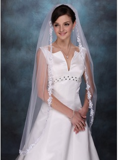 One-tier Fingertip Bridal Veils With Lace Applique Edge (006003745)