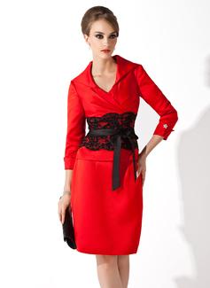 Etui-Linie V-Ausschnitt Knielang Satin Kleid für die Brautmutter mit Spitze Schleifenbänder/Stoffgürtel Perlen verziert Schleife(n) (008006158)