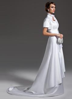 Forme Princesse Col festonné Traîne moyenne Satiné Robe de mariée avec Plissé (002011985)
