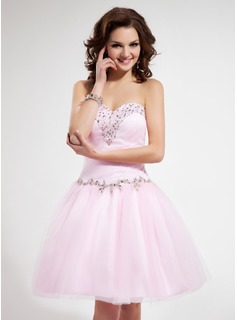 Sweet Sixteen Dresses A-Line/Princess Sweetheart Knee-Length Tulle Homecoming Dress With Ruffle Beading Sequins (022011130)