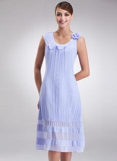 A-Linie/Princess-Linie U-Ausschnitt Knielang Chiffon Kleid für die Brautmutter mit Blumen Gefaltet (008016925)
