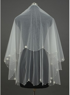 One-tier Fingertip Bridal Veils With Pearl Trim Edge (006034443)