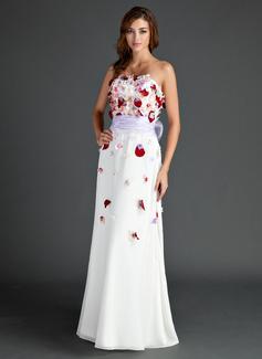 A-Linie/Princess-Linie Trägerlos Bodenlang Chiffon Festliche Kleid mit Schleifenbänder/Stoffgürtel Perlen verziert Blumen Schleife(n) (020025981)