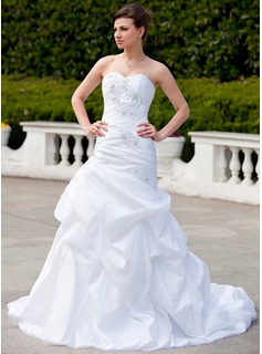 Trumpet/Mermaid Sweetheart Chapel Train Taffeta Wedding Dress With Ruffle Lace Beading (002000031)