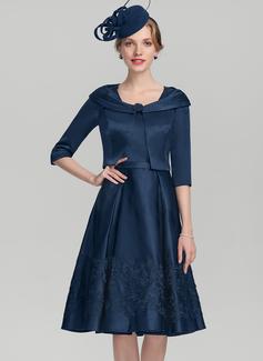 A-Linie/Princess-Linie Rechteckiger Ausschnitt Knielang Satin Kleid für die Brautmutter mit Applikationen Spitze (008131969)