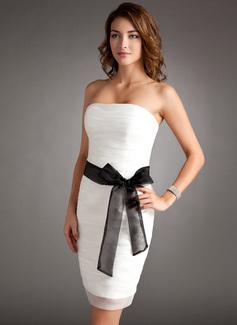 Etui-Linie Trägerlos Kurz/Mini Organza Kleid für die Brautmutter mit Rüschen Schleifenbänder/Stoffgürtel Schleife(n) (008016344)
