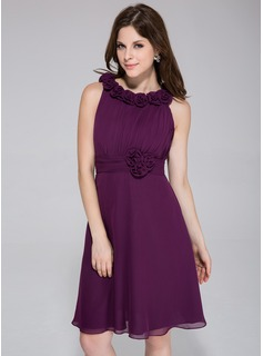 A-Line/Princess Scoop Neck Knee-Length Chiffon Bridesmaid Dress With Ruffle Flower(s) (007026082)