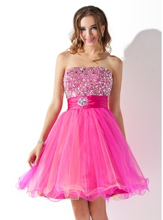Sweet Sixteen Dresses A-Line/Princess Strapless Knee-Length Tulle Charmeuse Homecoming Dress With Ruffle Beading (022010868)