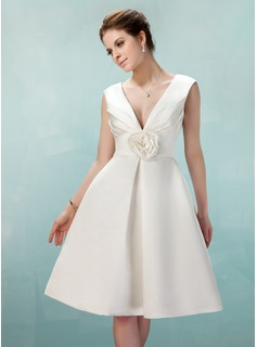 A-Line/Princess V-neck Knee-Length Satin Homecoming Dress With Ruffle Flower(s) (022009142)