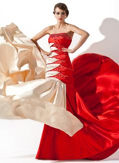 Forme Princesse Sans bretelle Traîne moyenne Charmeuse Robe bal d'étudiant avec Plissé Emperler Sequins (018005066)