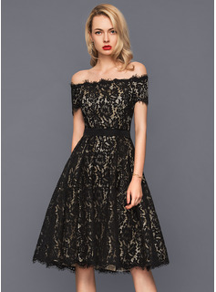 A-Linie/Princess-Linie Off-the-Schulter Knielang Lace Cocktailkleid (016140374)