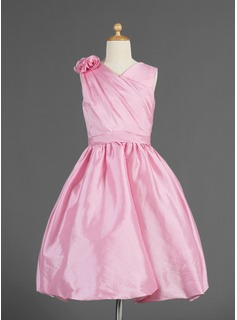 Flower Girl Dresses A-Line/Princess V-neck Knee-Length Taffeta Flower Girl Dress With Ruffle Flower(s) (010014618)
