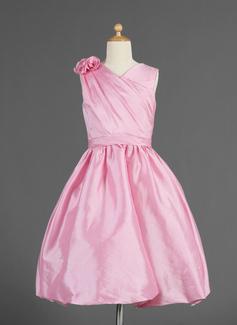 A-Line/Princess V-neck Knee-Length Taffeta Flower Girl Dress With Ruffle Flower(s) (010014618)