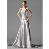 Forme Princesse Col V Traîne moyenne Charmeuse Robe de soirée avec Plissé Broche en cristal (017004173)