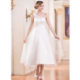 A-linjeformat One-Shoulder Tea-lång Tyll Bröllopsklänning med Rufsar Beading Blomma (or) Paljetter (002047393)