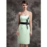 Etui-Linie Herzausschnitt Knielang Satin Kleid für die Brautmutter mit Spitze Schleifenbänder/Stoffgürtel Perlen verziert Pailletten (008015026)