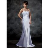 Trompete/Meerjungfrau-Linie Herzausschnitt Sweep/Pinsel zug Charmeuse Brautkleid mit Spitze Perlen verziert (002001615)