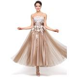 A-Linie/Princess-Linie Trägerlos Knöchellang Satin Tüll Festliche Kleid mit Applikationen Spitze (020056712)