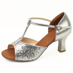 Kvinnor Konstläder Glittrande Glitter Klackar Sandaler Latin med T-Rem Spänne Dansskor (053011481)