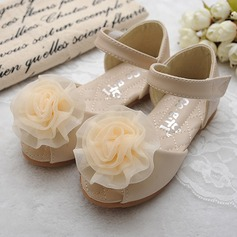 Mädchens Peep Toe Leder Flache Ferse Sandalen Flache Schuhe Blumenmädchen Schuhe mit Satin Schleife Klettverschluss (207111960)