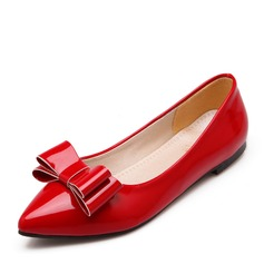 Women's Patent Leather Flat Heel Flats Closed Toe With Bowknot shoes (086141394)
